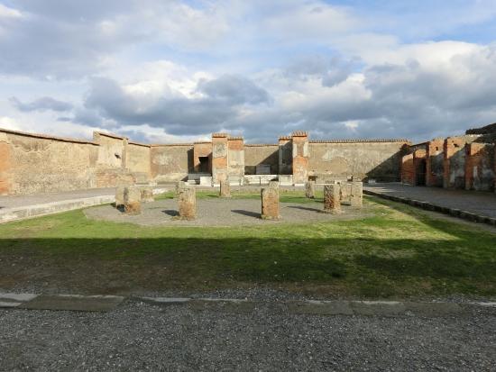 Tempio della Fortuna Augusta : フォルトゥーナアウグスタ神殿跡