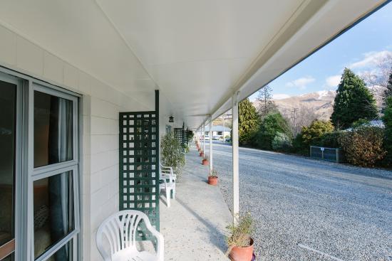 Alpine Motel Wanaka and Apartments: Exterior