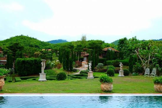 La Toscana Resort: ถ่ายจากสระว่ายน้ำ