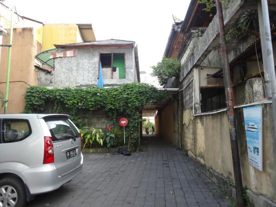 The Oasis Kuta: Looking back towards Jl Bakung Sari