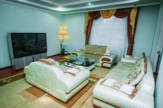 Lion Hotel: Hall of hotel