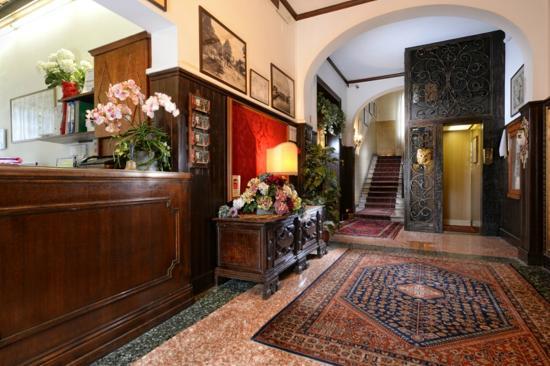 Hotel La Meridiana: hall