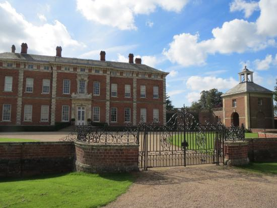 Beningbrough Hall, Gallery and Gardens: Main entrance