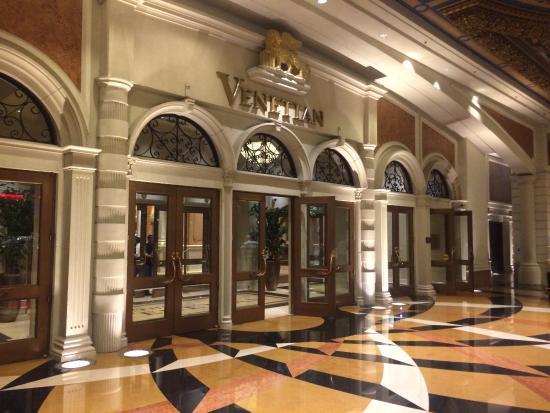 The Venetian Resort: Entrance