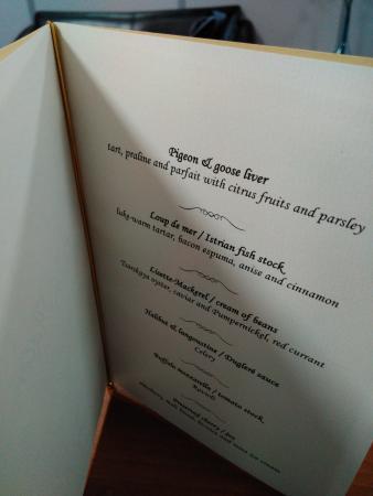 Schale Mit Kieselsteinen Und Brot Bild Von Lorenz Adlon Esszimmer