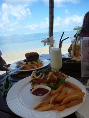 Muri Beachcomber: Lunch at a hotel next door