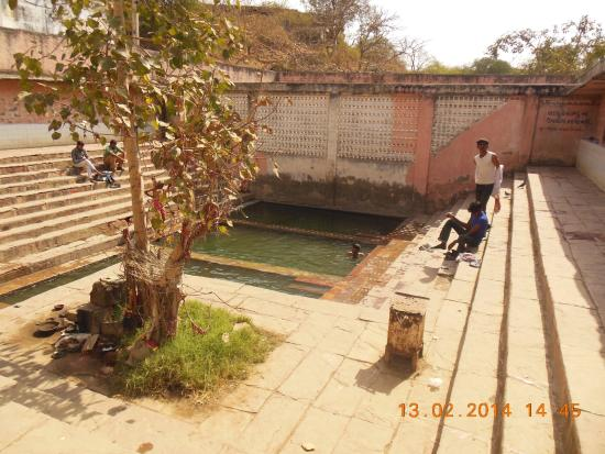 Junagadh, India: Hot Spring 3 Kund at Tulsi Shyam
