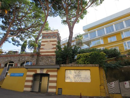 Park Hotel Suisse : Hotel exterior lift
