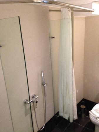 Salle de bain et sa douche au milieu de la pi ce - Baignoire au milieu de la piece ...
