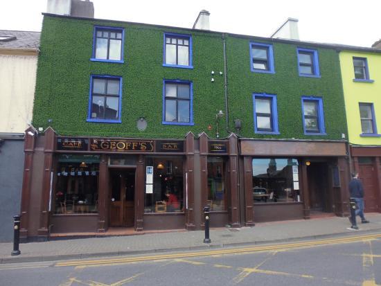 Geoff's Bar: PUB