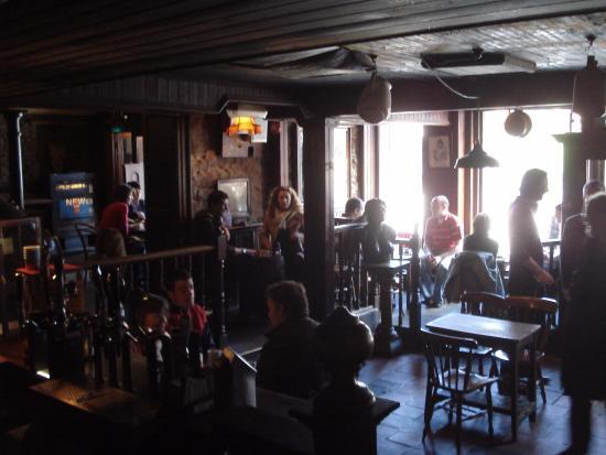 Geoff's Bar: Inside