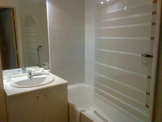 Appart'City Confort La Ciotat Côté Port : salle de bain