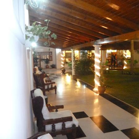 Foto de Garden House Hotel, Rio Cuarto: Galerías internas con vista ...