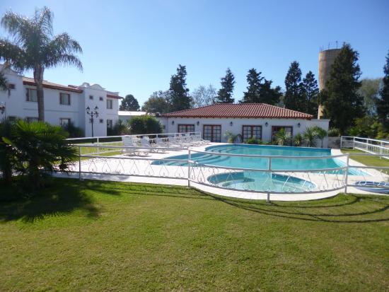 Piscina por la mañana - Picture of Garden House Hotel, Rio Cuarto ...