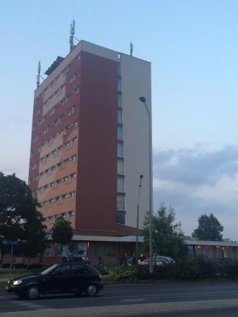 Izabella: widok hotelu ze skrzyżowania ul. Lubelskiej z Zieloną
