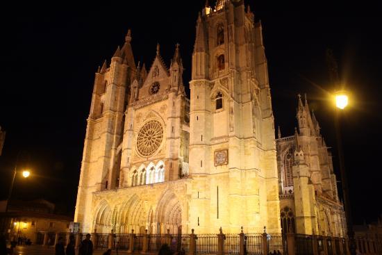 Catedral de León de noche - Picture of Santa Maria de Leon ...