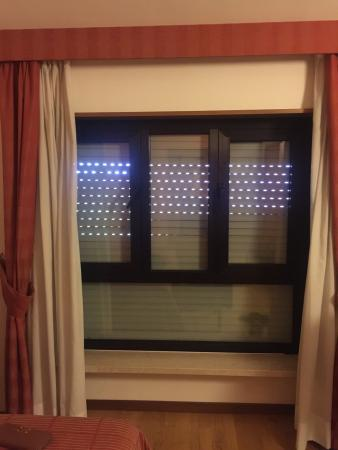 Hotel Cristallo: The view from the room. You can't open the blinds.