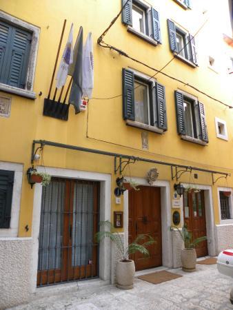 Front of Villa Tuttorotto