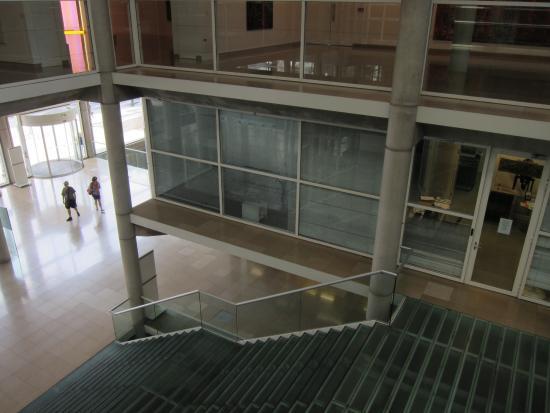 Carré d'Art/Musée d'art contemporain : Interior do museu