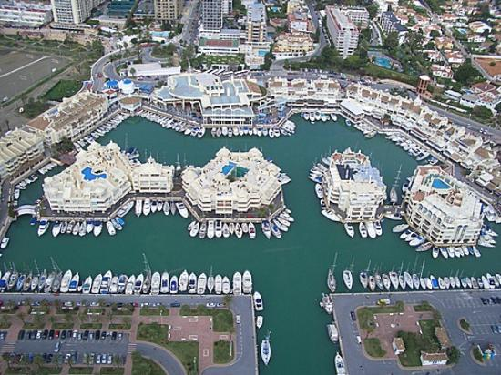 Benalmadena, Spanien: islas de puerto marina