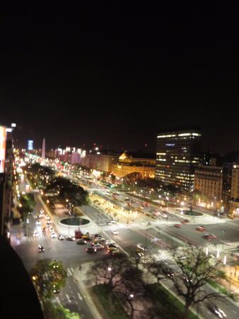 Pestana Buenos Aires: Av. 9 de Julio vista à noite da varanda (9 de Julio Avue. night seeing)