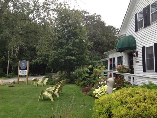 Cataumet, MA: Outside the Daily Brew