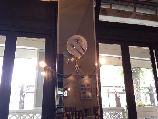 Ristorante Pizzeria Alle Torri : Colonna con lampada