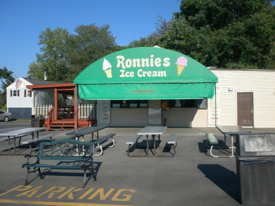 Ronnie's: Outside of Ice Cream Shop