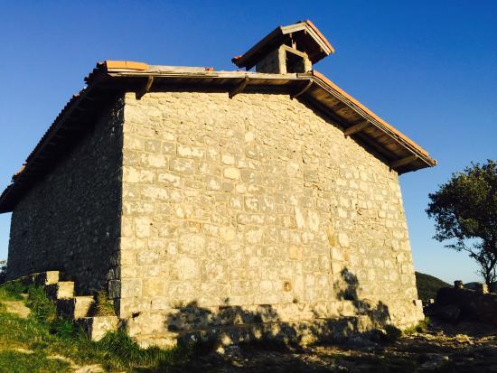 Ermita de San Pedro Atxarre