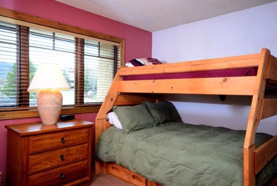 The Phoenix at Steamboat: Bedroom 1