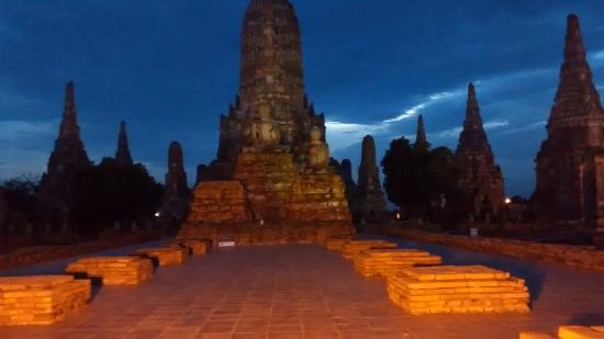 Wat Chaiwatthanaram: Atardecer en el templo