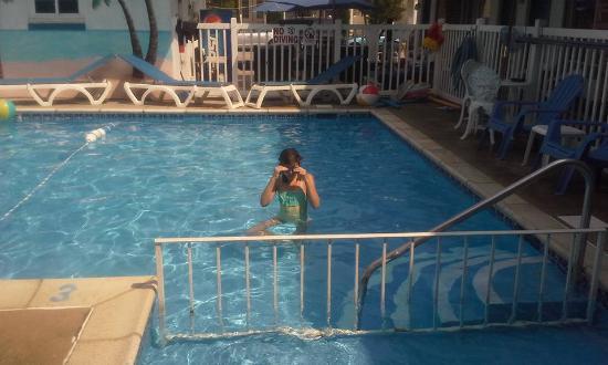 Surf Haven Motel: Fun at pool time