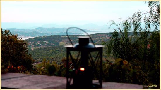 """Die Terrasse des Restaurant """"Bello Visto"""" Gassin: Blick auf Bucht v. St. Tropez"""