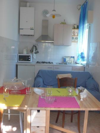 cucina abitabile con divano letto - Foto di Bed and Breakfast All ...
