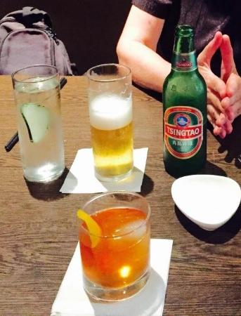 Niu Japanese Fusion Lounge : Wise Man specialty cocktail and a Tsingtao beer