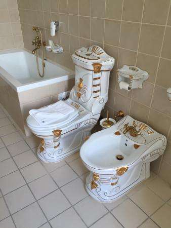 billeder til badeværelse Ren Dollars stil på badeværelset   Billede af Hotel Royal, Århus  billeder til badeværelse