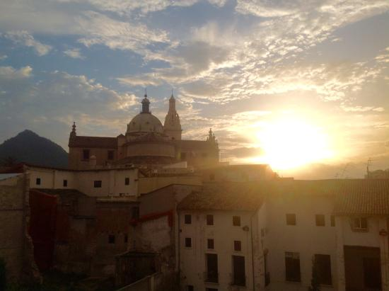 Casa Aldomar: Sun going down over the cathedral...view from the terrace