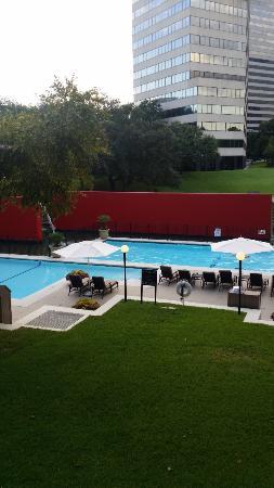Omni Houston Hotel: Nice pool