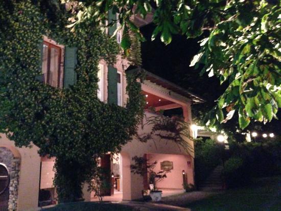 Hotel Terzo Crotto: Terzo Crotto by night