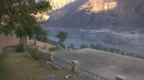 Shangrila Resort Hotel Chilas: View from the verandah in front of the room...River Indus