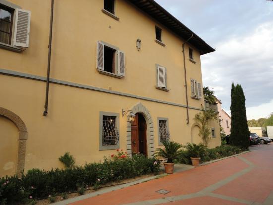 Montespertoli, Italia: Haupthaus Eingang