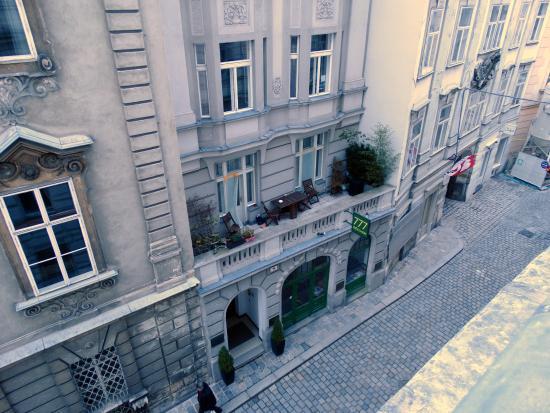 Hotel Domizi: Вид из окна