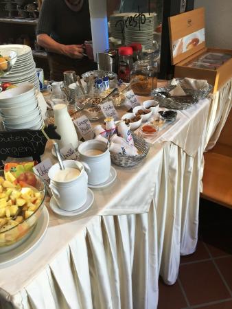 Hotel Villa Rosengarten: breakfast buffet