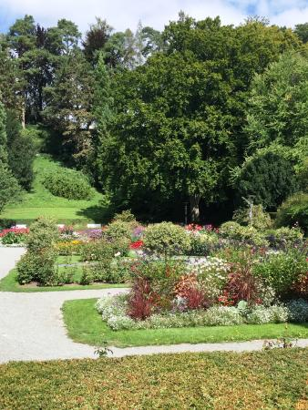 Hotel Villa Rosengarten: the gardens outside