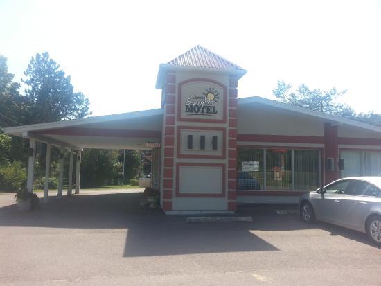 Clark's Sunny Isle Motel: Front view