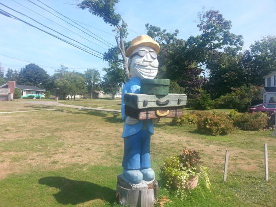Clark's Sunny Isle Motel: Statue out front