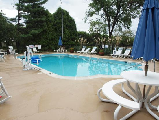 Best Western Fredericksburg: Outdoor Pool