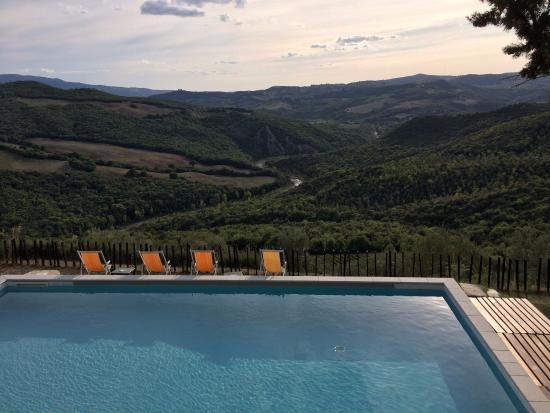 Castello di Ripa d'Orcia: Vue depuis la piscine - à couper le souffle !