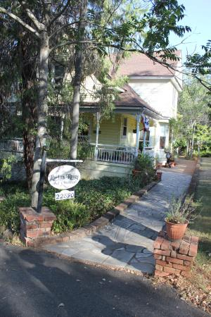 The Harlan House: Cozy B&B!