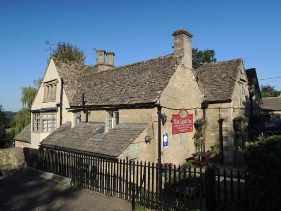 Great Rissington, UK: Exterior of the inn